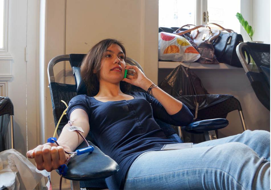 αιμοδοσία κοπέλα